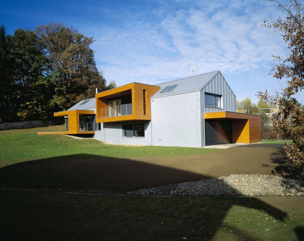 Minimalistický domček na okraji obce v spojení s prírodou