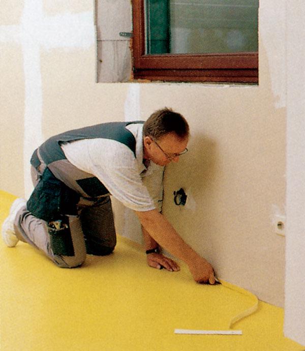 Lepenie podlahovín akobercov
