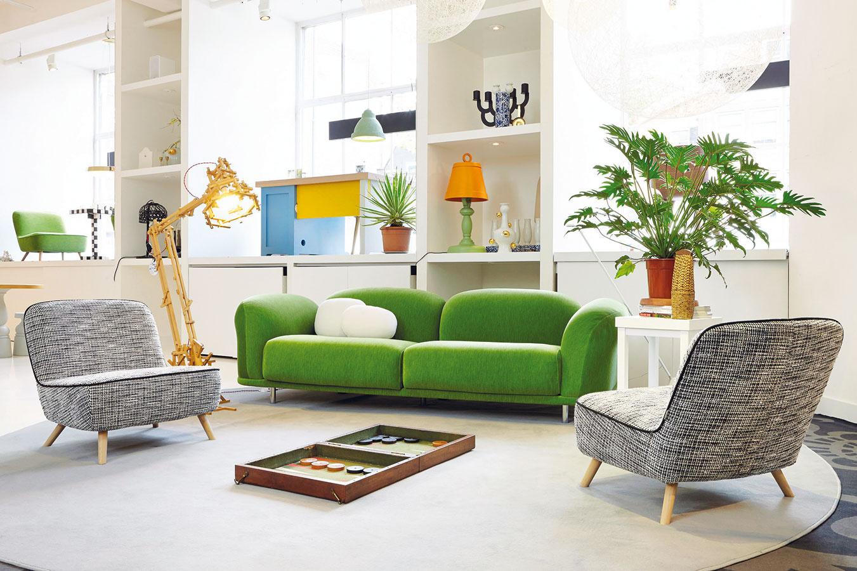 Ako cukrík. Výrazné dominanty sú vmoderných interiéroch dôležité. Ak však zvolíte práve sedačku, ostatné prvky voľte citlivejšie.