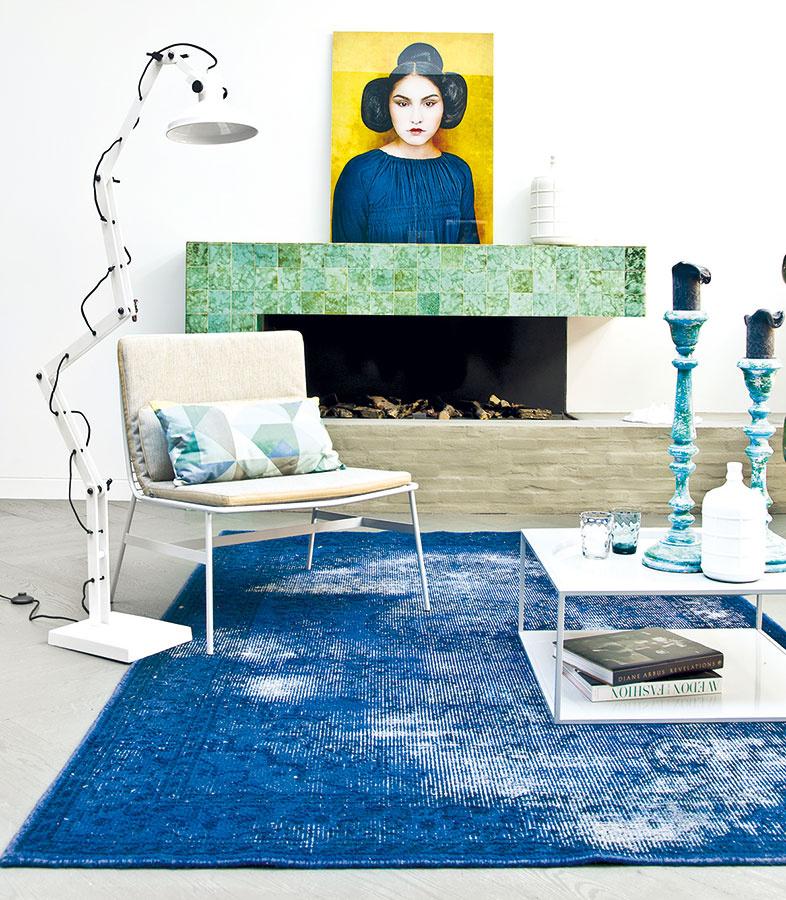 """Optimistické a jasné farby s """"ošúchaným"""" imidžom vnesú do obývačky mladistvý industriál."""