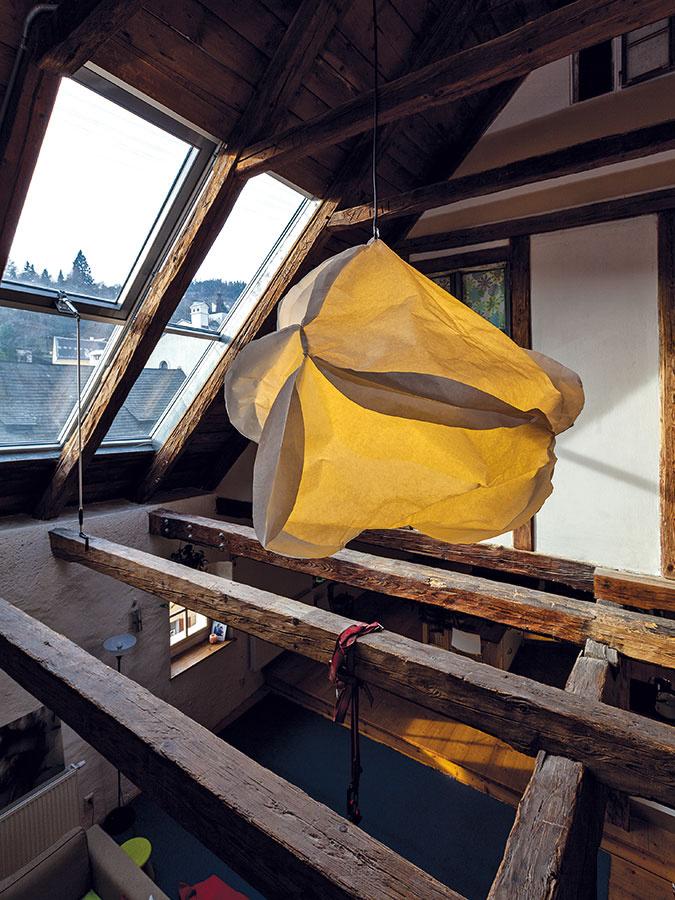 """Barokový krov tu postavili vroku 1747 apodkrovie slúžilo ako skladovací priestor. """"Bol to taký honosnejší sklad, očom svedčí aj to, že trámy majú povrchovú úpravu aniektoré ozdobné tvarové prvky. Aj spracovanie omietok sozdobnými prvkami tomu nasvedčuje."""""""