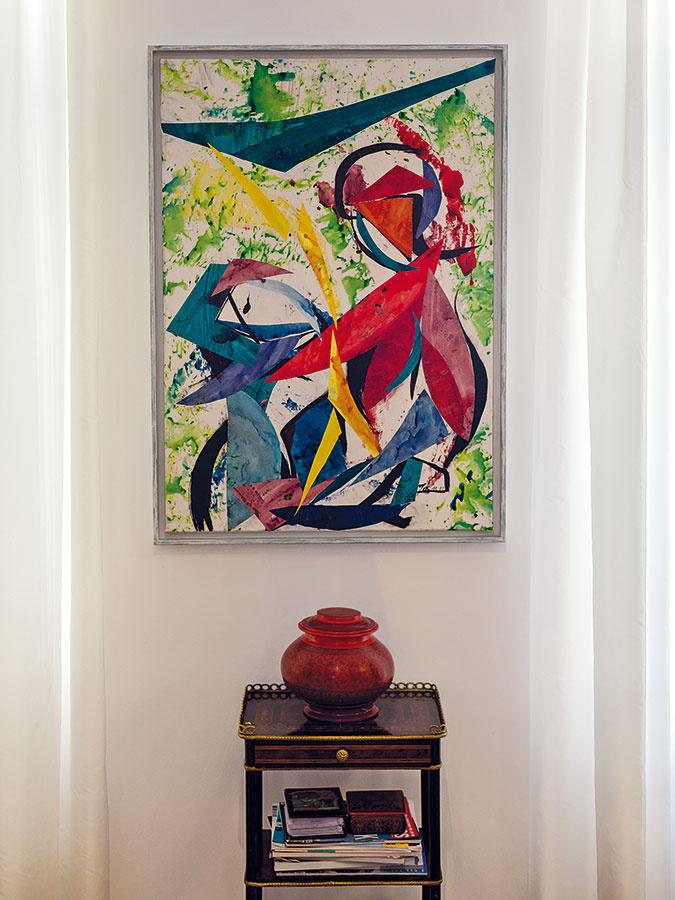 Vich interiéri reprezentuje moderné umenie abstraktná ifigurálna tvorba rodinnej priateľky Joëlle Landrichterovej, ktorá vsúčasnosti pripravuje sériu obrazov pre kláštor vMelku.