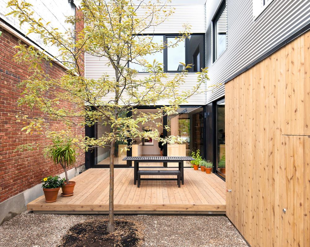 Štýlový a praktický domov v radovej zástavbe pre štvorčlennú rodinu