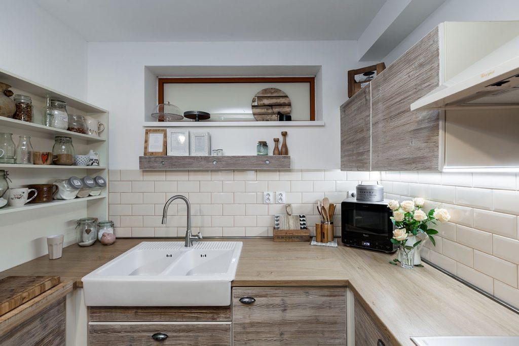 Šikovný manželský pár zhmotnil svoj sen svojpomocne vyrobenou kuchyňou