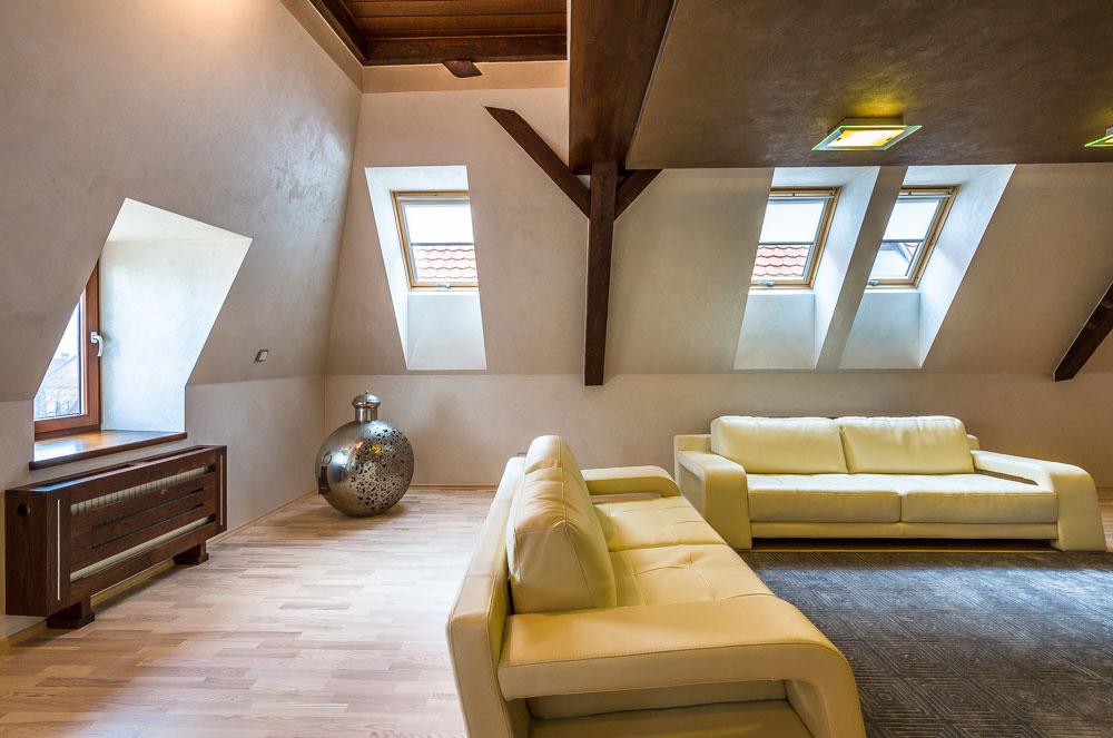 Majiteľovi sa podarilo aj vďaka použitým materiálom a kombinácii farieb vytvoriť nadčasový interiér.