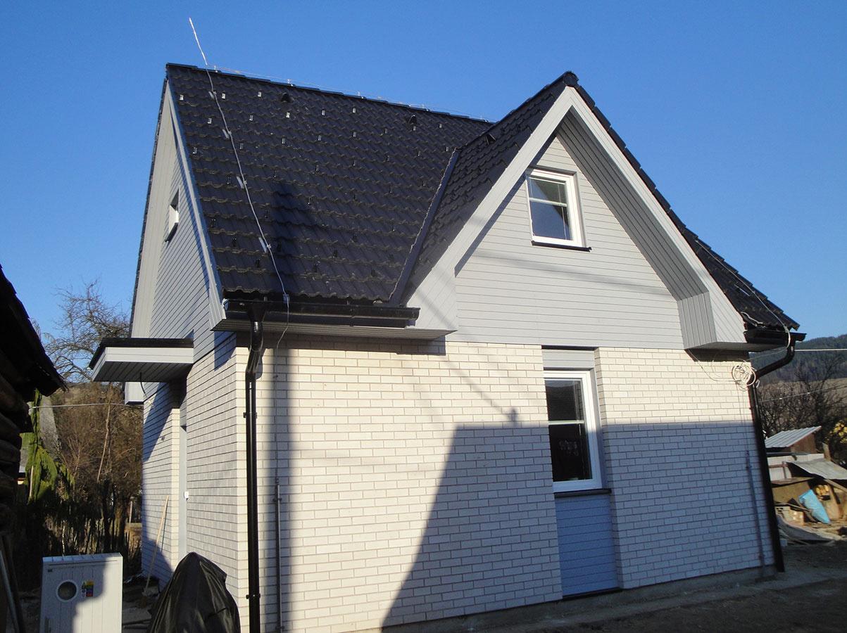 Poschodový dom malometrážny, úžit. plocha 66,5 m2, osadenie na dvore / náhrada starého domu /