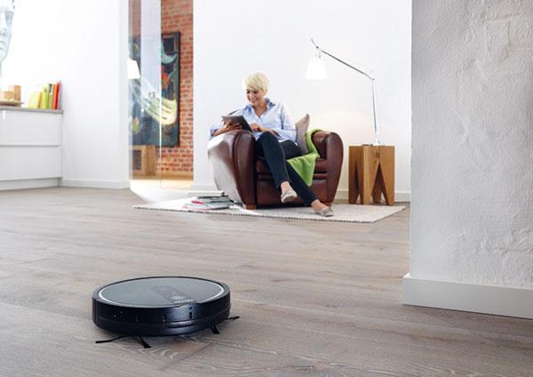Robotický vysávač MieleScout RX1 stačí spustiť a zvoliť jeden zo štyroch režimov. Extrémne dlhý čas prevádzky a plošný výkon 150 m² zbavia podlahy smietok vo väčšine bytov a domov na jeden šup.