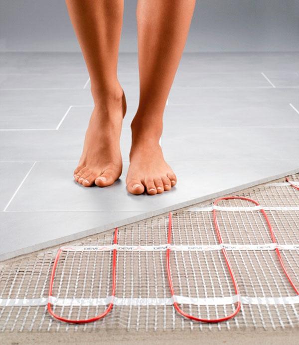 Elektrické podlahové vykurovanie DEVI™ má na našom trhu dlhoročnú tradíciu. Jeho výrobca, spoločnosť Danfoss, ponúka na vykurovací systém záruku až 20 rokov. Výhodou je, že záruka sa vzťahuje na všetky náklady spojené s odstránením prípadnej poruchy funkčnosti systému, ako je napríklad oprava podlahy a výmena podlahovej krytiny (dlažba, laminátová podlaha a podobne), a to aj v prípade, že pôvodná realizačná firma už neexistuje.
