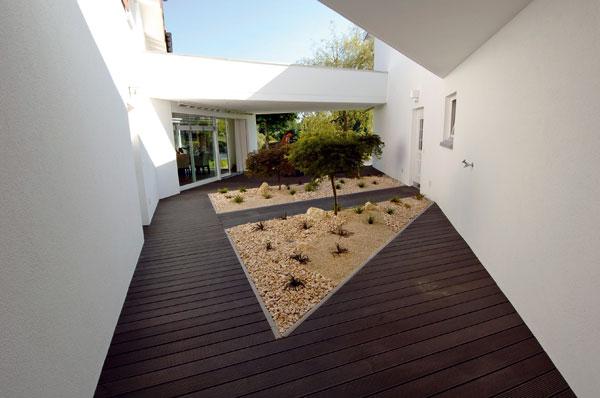 Aké materiály pre záhradné chodníky, cestičky, či terasy?