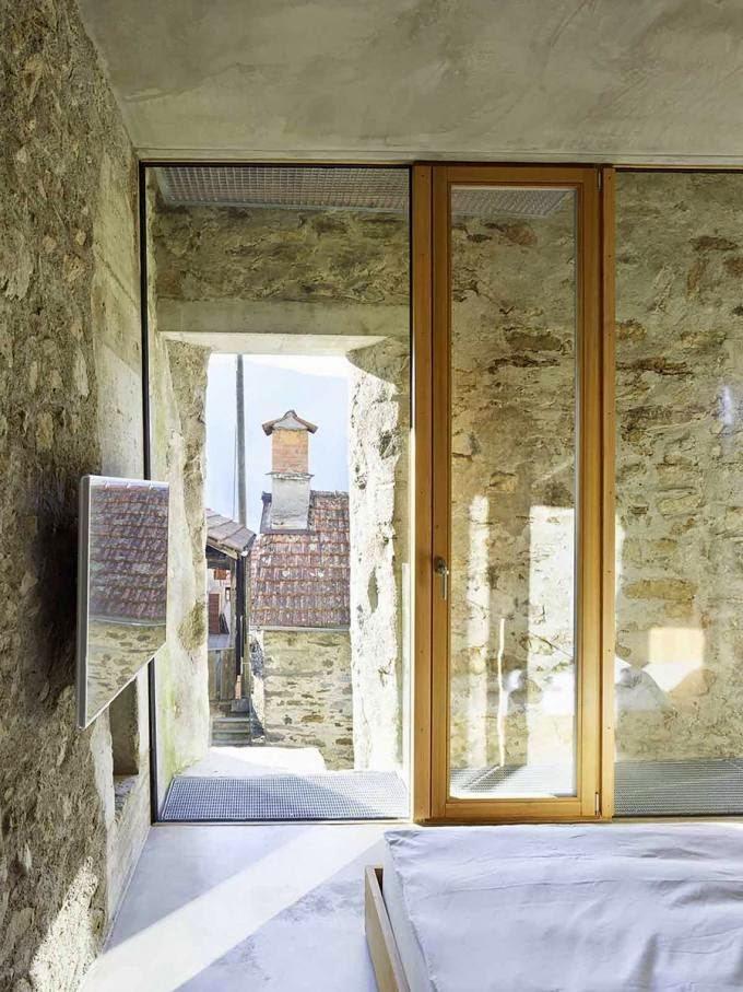 Historický kamenný objekt dômyselne prerobili na moderný dom