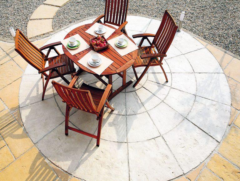Exteriérovú dlažbu a podlahu na terasu vyberajte dôsledne