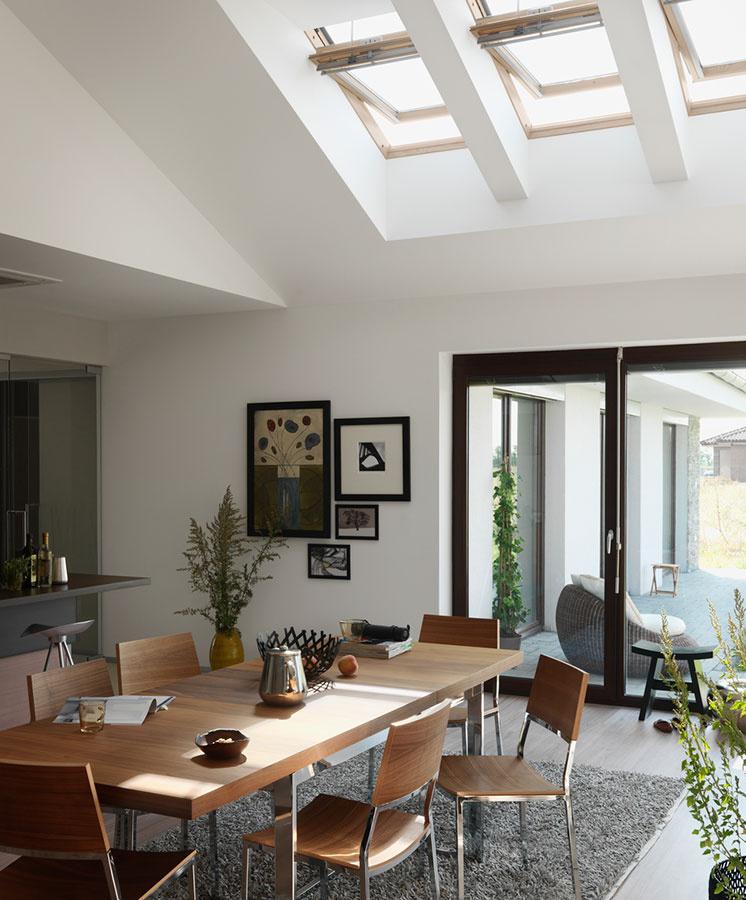 Strešné okná pomôžu vetrať efektívnejšie – vďaka tzv. komínovému efektu.