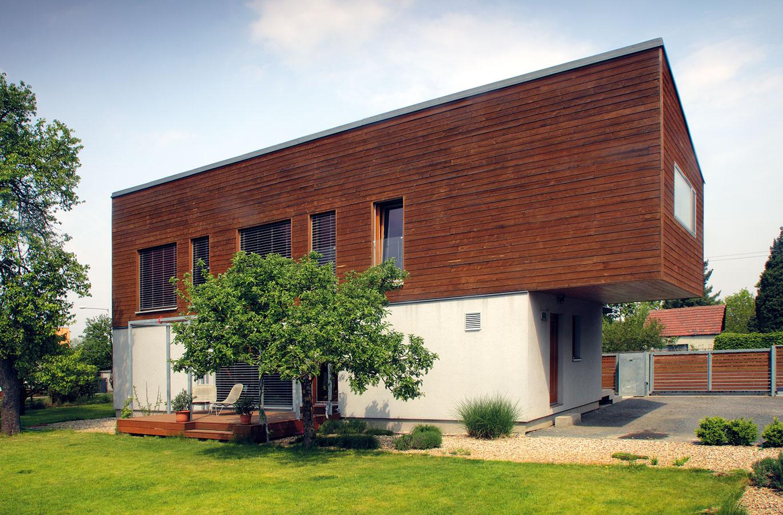 Prvotný návrh tohto domu začal vznikať včase, keď jeho architekt azároveň aj majiteľ ešte študoval na vysokej škole.
