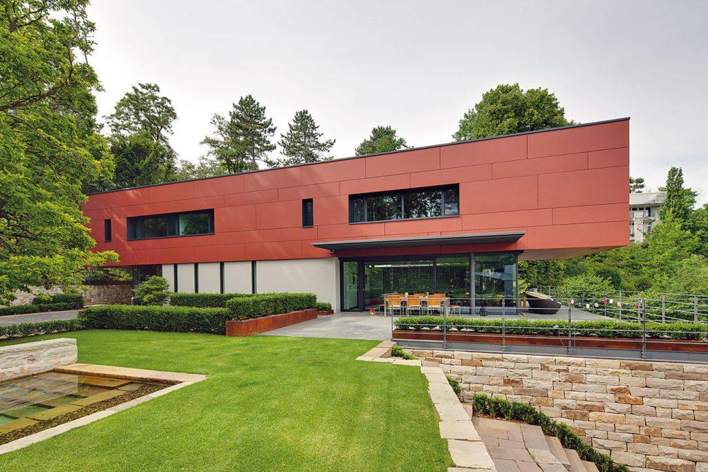 Keď sa architektúra domu podriadi pôsobivému výhľadu, môže to vyzerať aj takto