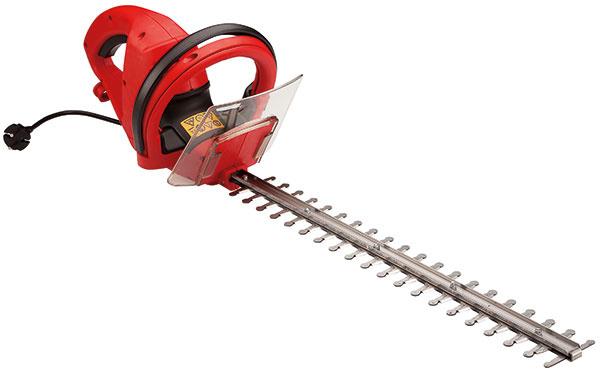 Kry a živé ploty potrebujú minimálne dvakrát do roka zastrihnúť. S ľahkým elektrickým modelom HE 450 Procut s výkonom 450 W a lištou dlhou 45 cm to bude hračka.