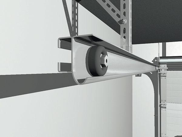 Vodiace systémy, do ktorých sa garážová brána zasúva, predstavujú dôležitý prvok. Pri výbere sledujte hrúbku použitých profilov, ktorá by mala byť minimálne 2 avprípade väčších brán dokonca 3 mm, aich povrchovú úpravu, najčastejšie pozinkovanie. Oplatí sa konzultovať aj vyhotovenie posuvných koliesok.