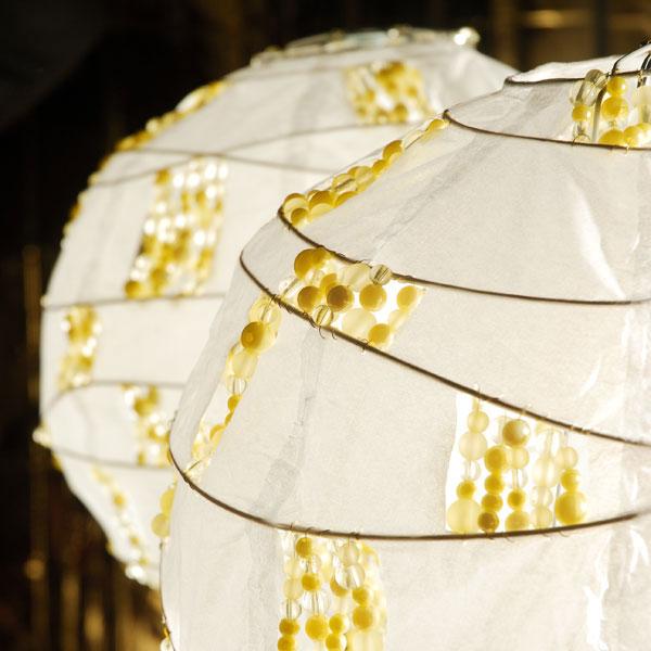 Tienidlo na lampu zdobené korálikmi