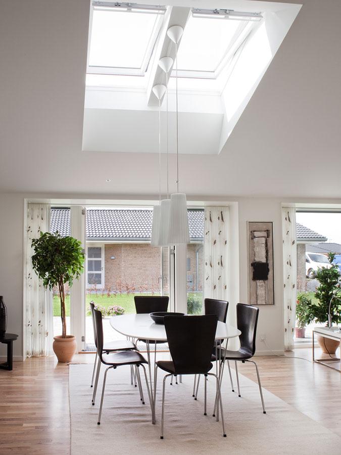 Vonkajšia roleta chráni domov v lete od prebytočného tepla a v zime bráni nadobudnutým tepelným ziskom opustiť dom.
