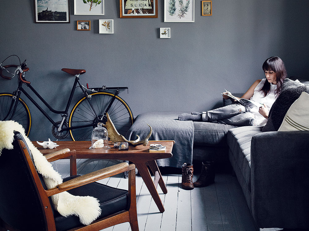 Môže byť malý byt v sivo-sivej farebnej kombinácii taký pôsobivý?