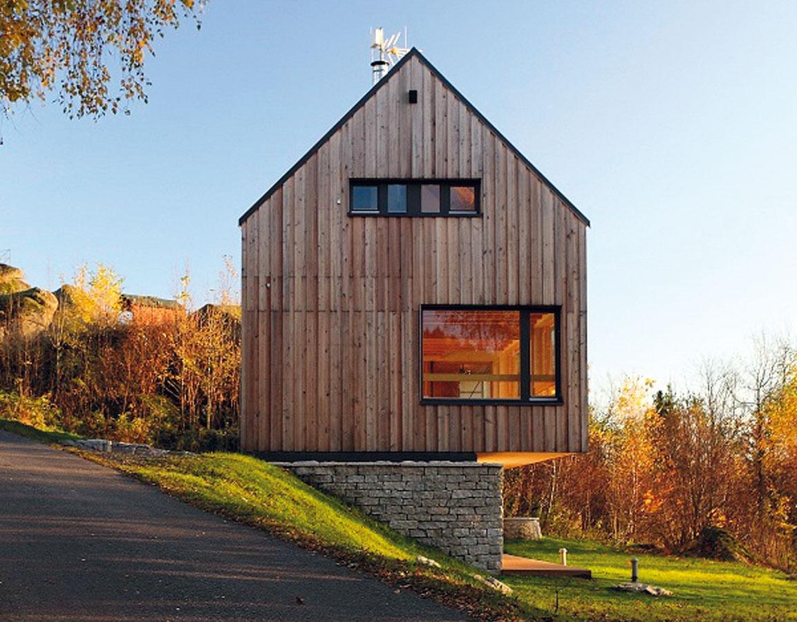 Chata Peklo, drevostavba na rekreačné bývanie so stĺpikovou konštrukciou (two by four) v Jizerských horách.