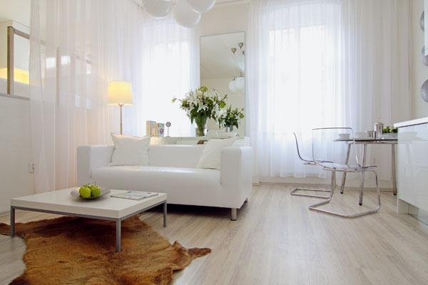 Zariaďovanie malého bytu hneď na začiatku preskočilo fázu pokus-omyl: nábytok sa rozmiestňoval podľa premysleného nákresu.