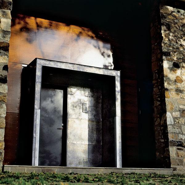 Prístrešky nad vstupnými dverami