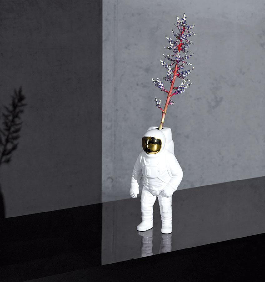 Galantný kozmonaut. Váza Starman je rozšírením kolekcie Cosmic Dinner od Diesel a Seletti. Nás tento zábavný pánko rozhodne očaril.