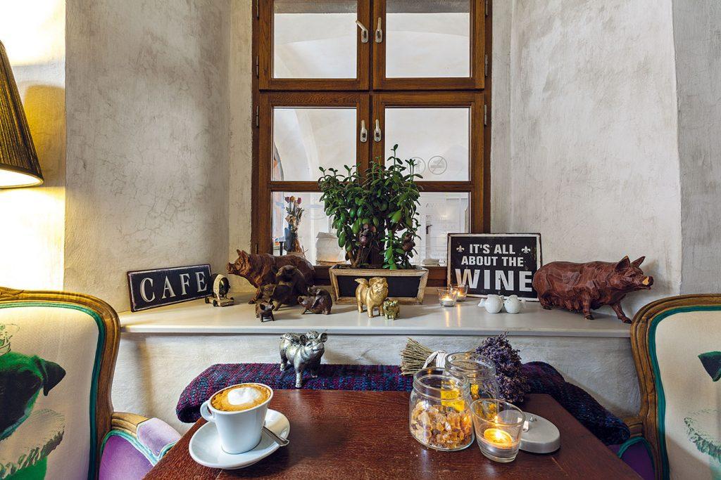 Rodinná kaviareň v Štiavnici so špecifickým interiérom
