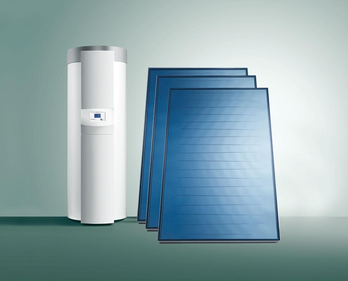 """Využitie slnečnej energie na ohrev vodyje vhodné najmä pre väčšie domácnosti. Od marca do neskorej jesene tak môžu mať vodu ohriatu ekologicky a""""zadarmo"""". Solárna zostava auroSTEP plus značky Vaillant, vhodná do energeticky pasívnych domov, obsahuje zásobník na prípravu teplej vody asolárne kolektory – beztlakový drain-back systém bez rizika prehriatia. Zostava je nenáročná na priestor – nepotrebuje ďalšie komponenty, všetky nutné prvky systému (čerpadlo, regulátor aj solárna kvapalina) sú integrované. Zásobník sobjemom 250 alebo 350 l je bivalentný alebo selektrickým dohrevom. (www.vaillant.sk)"""