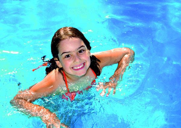 Potrebuje pravidelnú starostlivosť – a to pomocou filtrácie a bazénovej chémie. Starostlivosť o bazén v horúčave sa vyplatí.