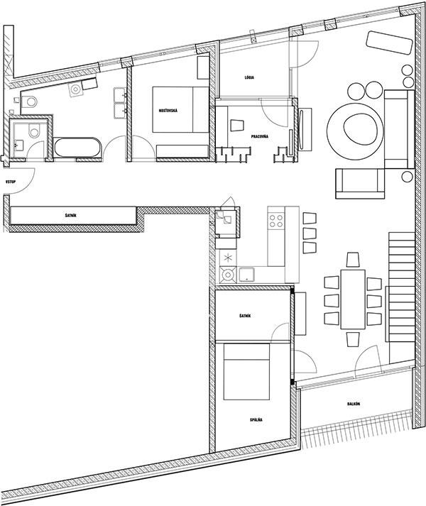 """Zmeny vdispozícii. Dnešný otvorený denný priestor bol predtým rozdelený priečkou na dve miestnosti – byt tak mal """"oizbu viac"""", stále však len jednu kúpeľňu. Šikmé steny, ktoré mnohých záujemcov odradili, človek vďaka tejto zmene aväčšiemu priestoru ani nevníma. Do dennej miestnosti pribudlo priame schodisko, ktoré vedie do podkrovia – tu sa nachádza dcérina spálňa spriľahlou terasou. Kúpeľňu zväčšili na úkor hosťovskej izby, vďaka čomu získala viac priestoru aj vlastné okno. Zo spálne ukrojili praktický šatník."""