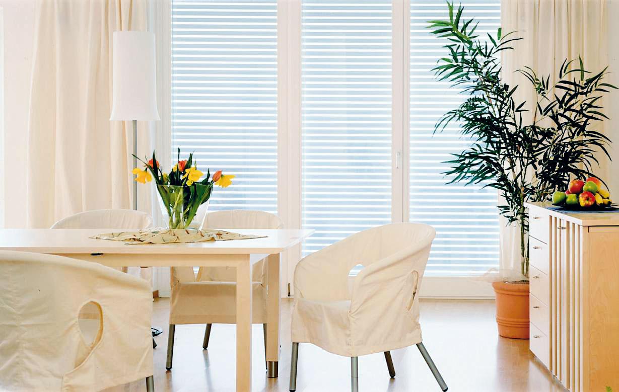 Vyberte si tieň, ktorý domu pristane. 10 x exteriérové tieniacie systémy inak