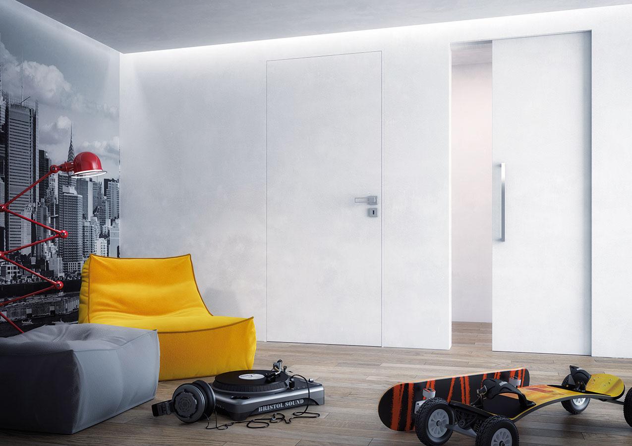 Otváravé aj posuvné dvere v jednom priestore boli z hľadiska zladenia ich zárubní kedysi problém. Vďaka tomu, že zárubne aj puzdro pre posuvné dvere sú skryté,rozdielne typy otvárania hneď pri sebe vizuálne korešpondujú.