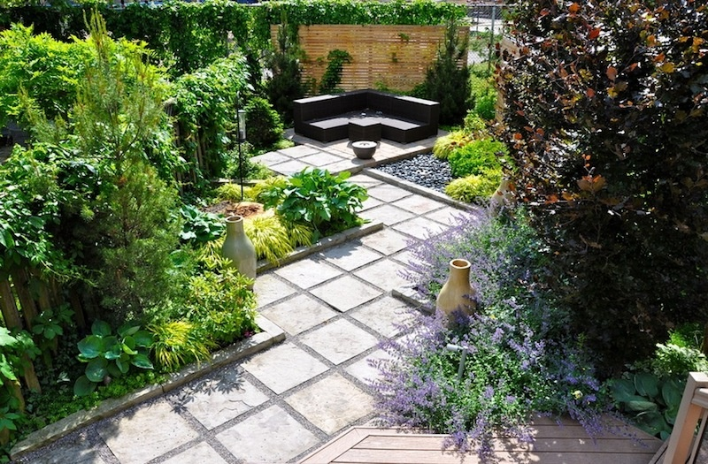 Tipy, ako priniesť veľké pohodlie do malej záhrady