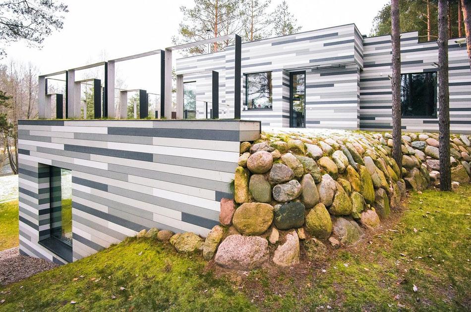 Vďaka kontrastu vyniká krása domu i jeho okolia