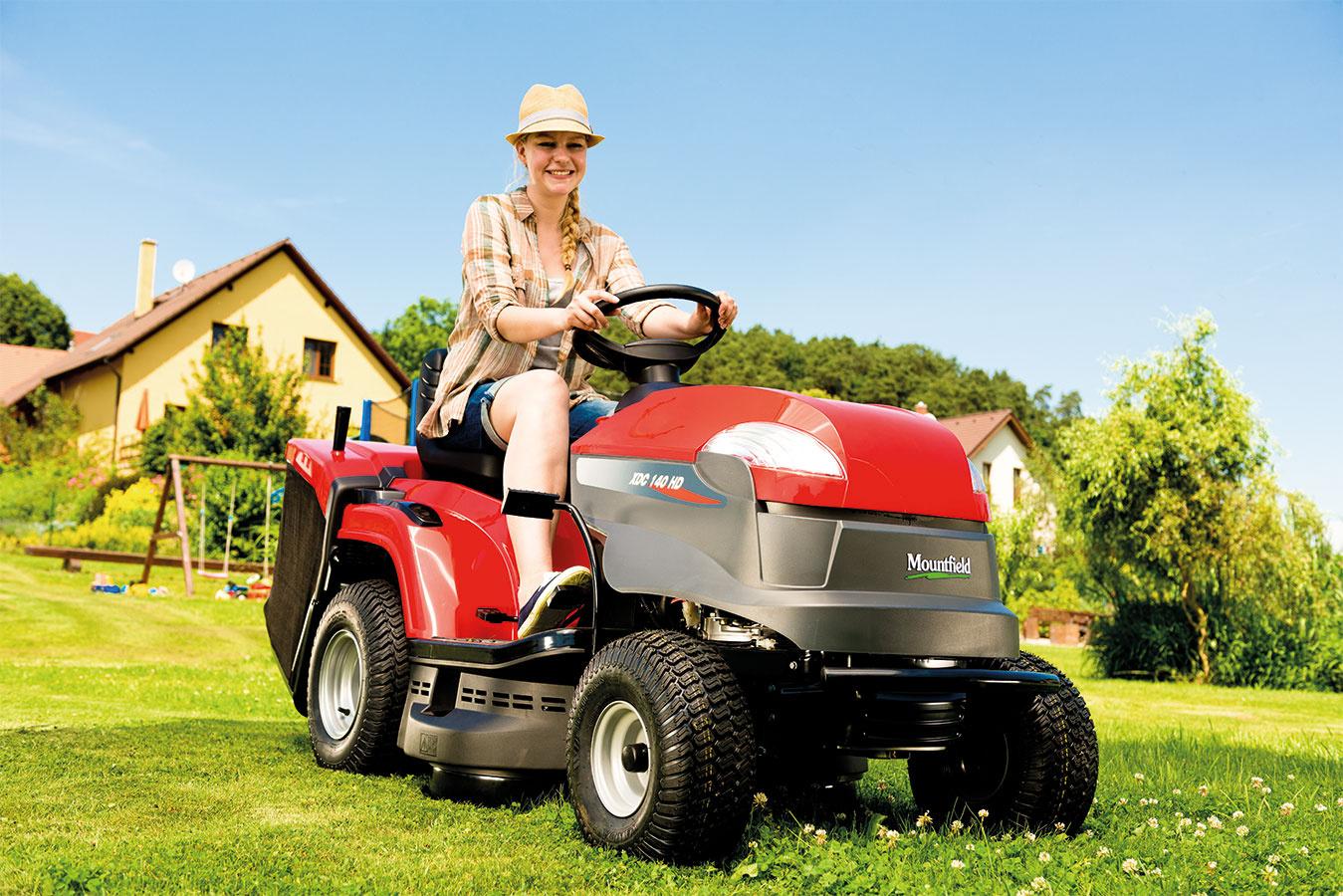 Kvalitné a sofistikované stroje svetových výrobcov – všetok sortiment kosiacej techniky teraz v posezónnom výpredaji. Kosačky, krovinorezy aj záhradné traktory. Vyberte ten pravý práve do Vašej záhrady.