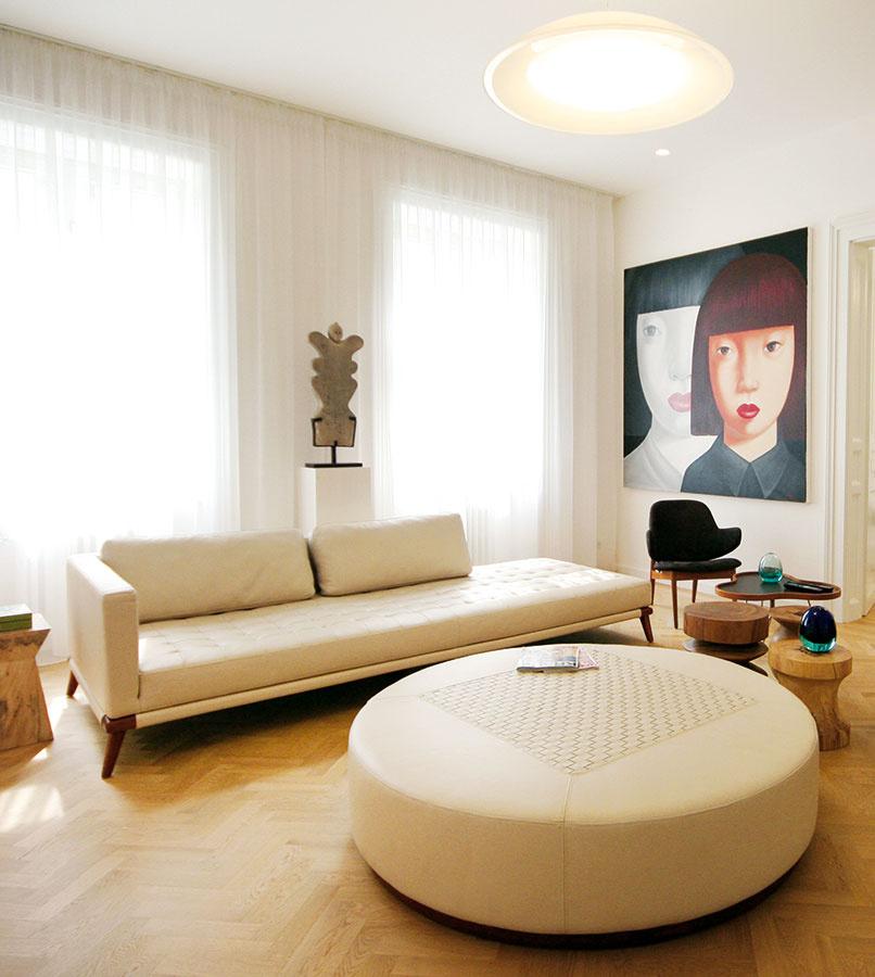 Čaro doplnkov zjuhovýchodnej Ázie dodá modernému interiéru len jemný poprašok exotiky. Základnou mustrou pre dosiahnutie elegantného priestoru by však mala byť striedmosť anadčasovosť.