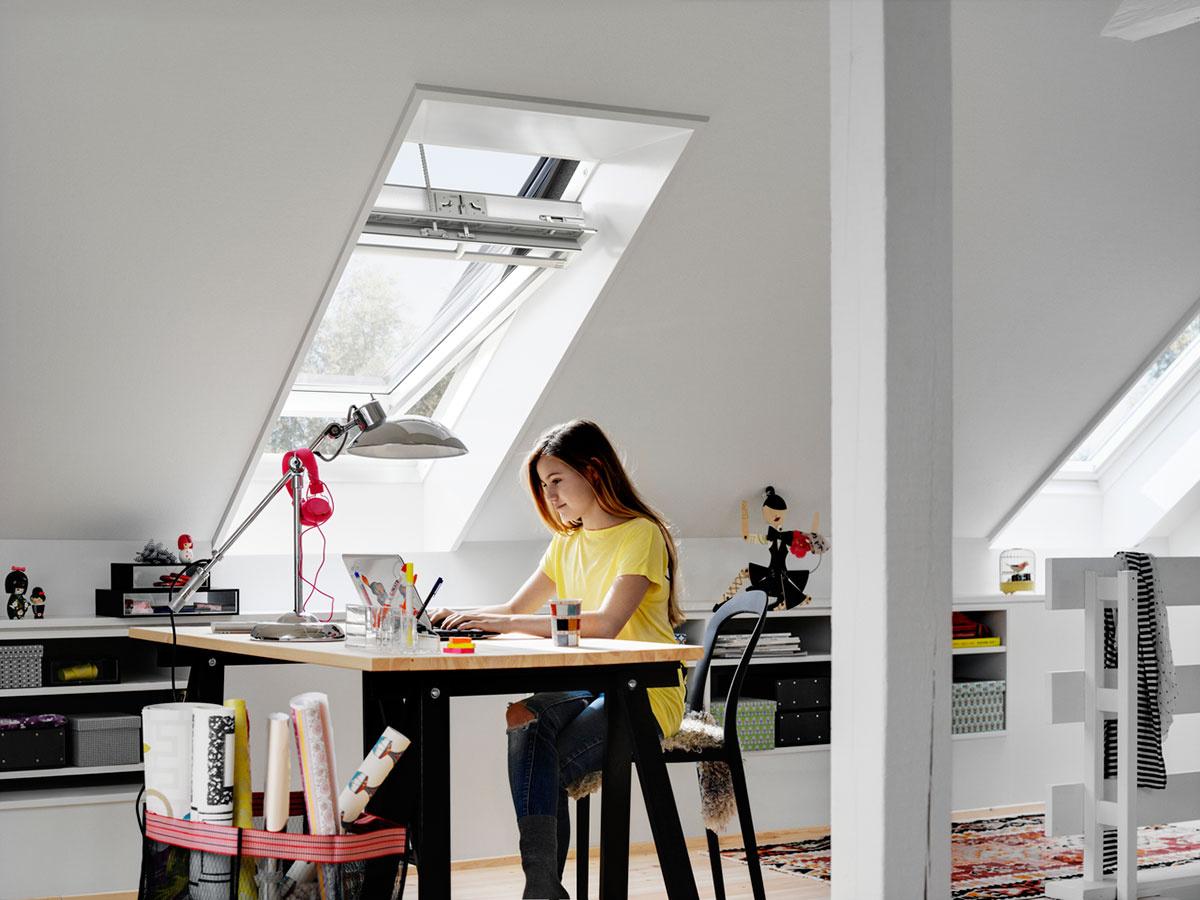 Podľa štúdie je predpokladom pre zdravé vnútorné prostredie vyvetraná miestnosť a prívod denného svetla.