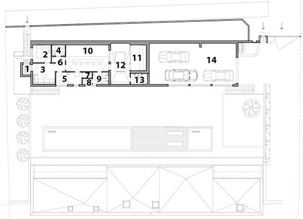 Druhé podlažie 1 vstup 2 masáž 3 recepcia 4 kuchyňa 5 šatňa 6 odpočiváreň 7 WC 8 WC 9 sprcha 10 recepcia – pult 11 sauna 12 ochladzovacia miestnosť 13 sprcha 14 garáž