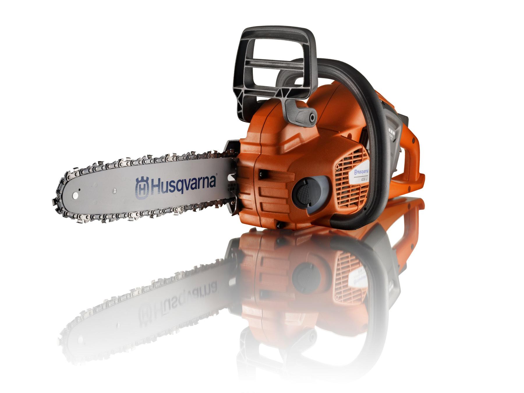 Z dôvodu vyššej bezpečnosti sú akumulátorové píly Husqvarna vybavené praktickou automatickou poistkou, ktorá pílu sama vypne, ak sa s ňou dlhšie nepracuje.