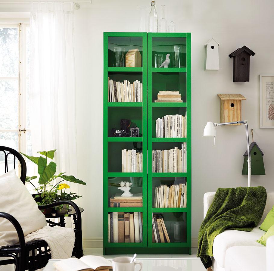 Knižnica BILLY/OXBERG, drevotrieska, fólia, ASB plast, výplň dverí z tvrdeného skla, 80 × 202 × 28 cm, nastaviteľné police, viac farieb, nutnosť pripevnenia k stene, 74,99 €, IKEA