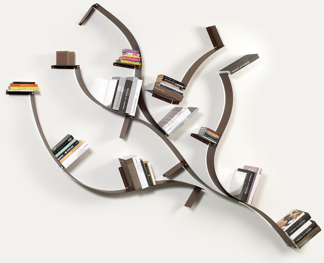 V tvare konára. Nástenné poličky z ohybnej ocele možno tvarovať a spájať podľa ľubovôle. Dá sa z nich vytvoriť napríklad konár alebo košatý strom (polica Infinity od značky Bolis Italia, predáva www.bonami.sk).