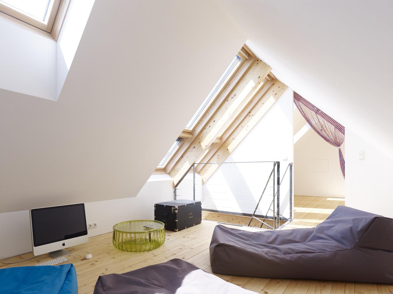Investori aj architekt boli otvorení rôznym inovatívnym riešeniam, preto sa rozhodli pre systém VELUX INTEGRA®, či strešný balkón VELUX CABRIO®.
