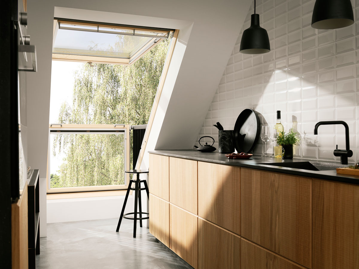 Strešné okná prinesú denné svetlo aj do hĺbky miestnosti.