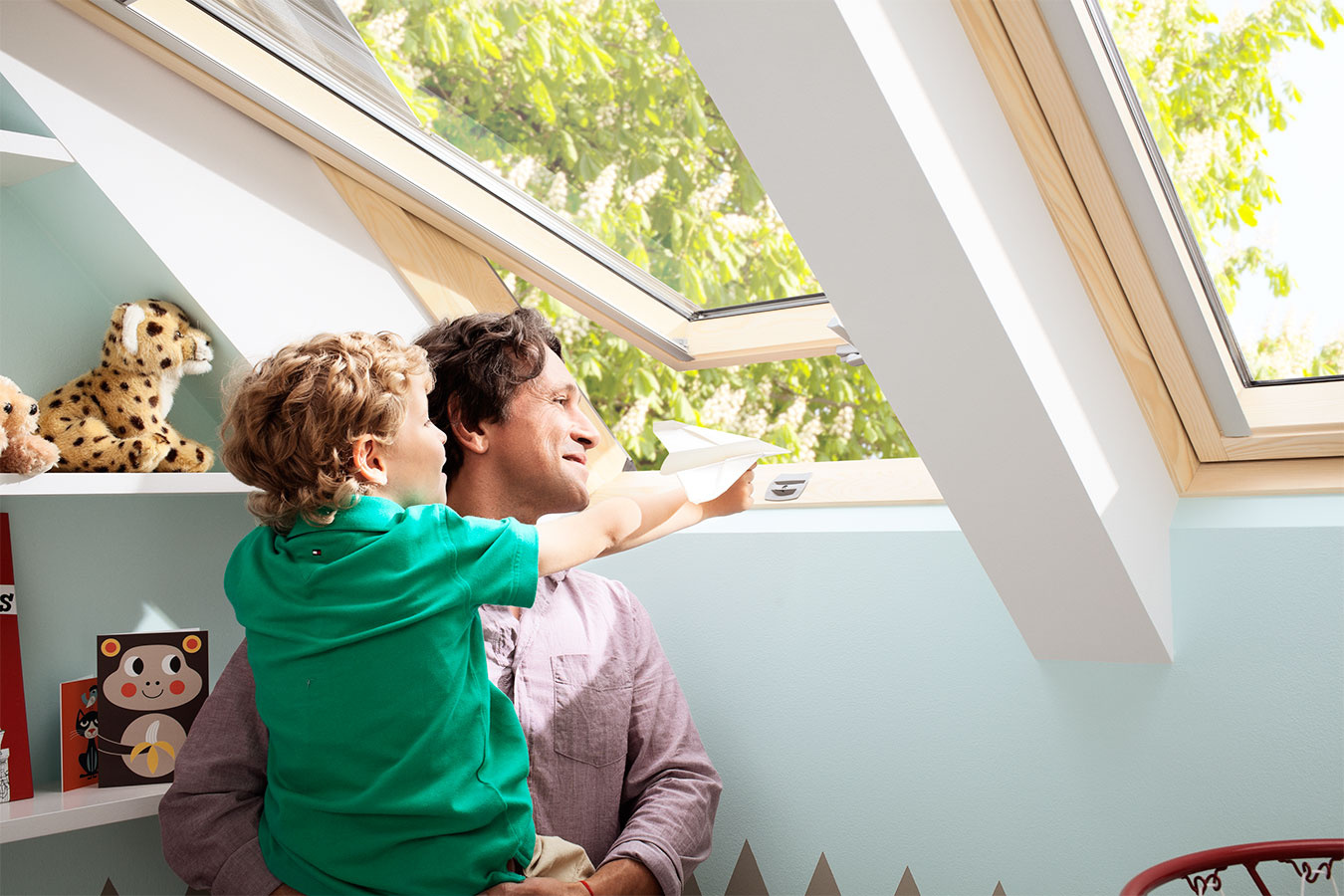 Strešné okná VELUX typu GLL, GLL B a GLU z produktovej triedy Štandard Plus pomôžu domácnosti ušetriť až 24 eur z ceny okna.