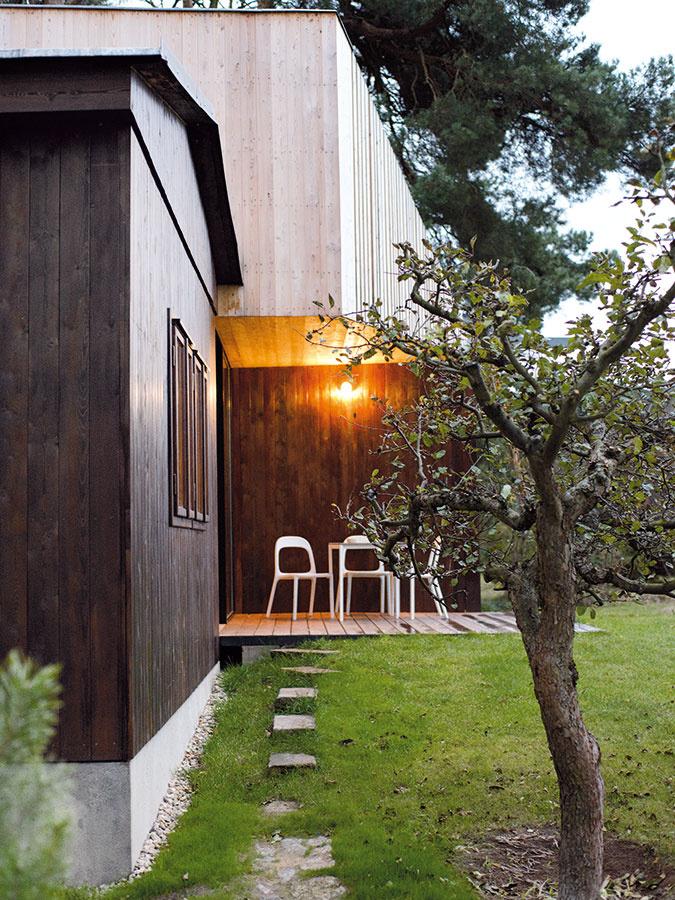 Krytá terasa umožňuje posedieť si vexteriéri aj vprípade nepriaznivého počasia.