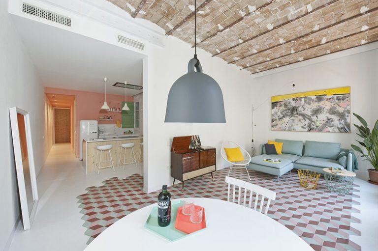 Pôvodný byt so secesnými prvkami súrne potreboval rekonštrukciu. Pozrite sa, ako dopadla