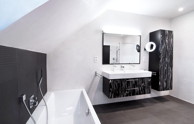 Návrh kúpeľne s úpravou stien systémom Pandomo® pochádza z ateliéru Fandament. Produkty Pandomo vyrába a predáva Ardex, www.pandomo.sk.