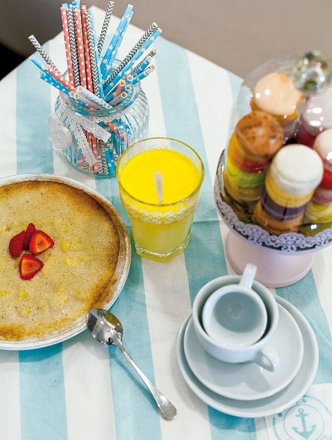 Raňajky nemusia byť vždy plné zhonu. Oplatí sa privstať si astôl si pekne prestrieť, čo človeka správne naladí. Sŕkanie obľúbenej limonády môže spestriť veselá papierová slamka.
