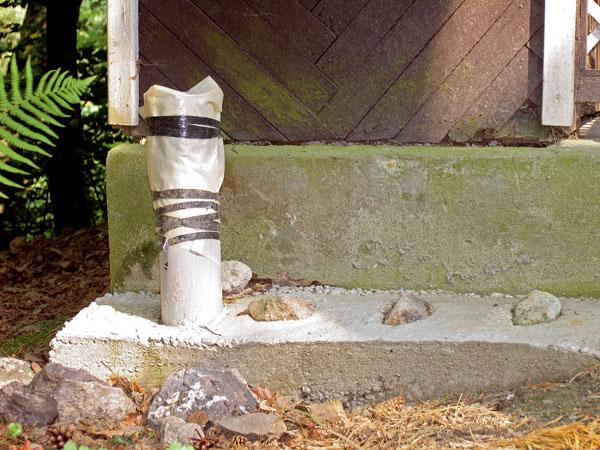 Oprava poškodených omietok na chate a chalupe